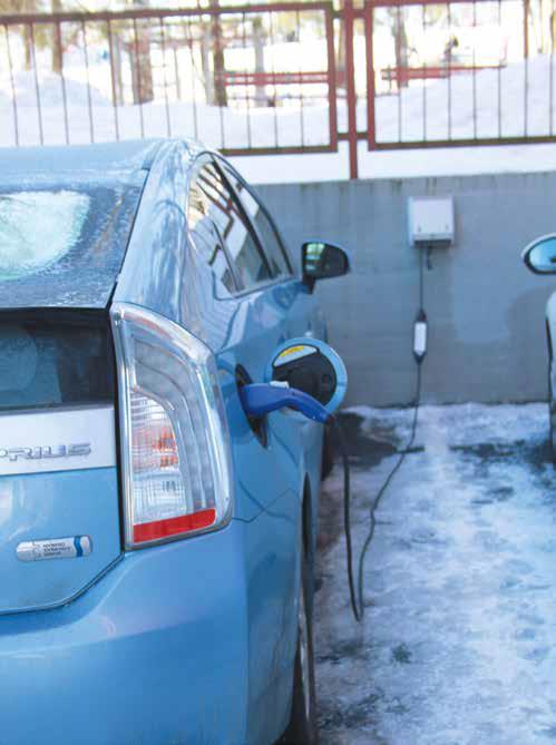 Hybridiauto latauksessa